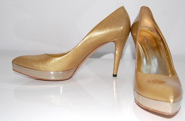 Goudkleurige Gucci heels, perfect voor de feestdagen